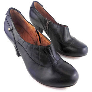 CLARKS INDIGO Black Leather Heeled Booties